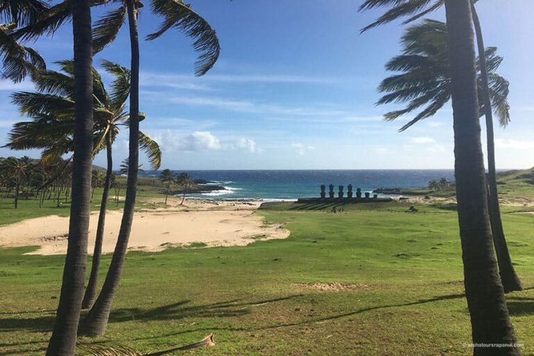 Le site acheologique d'Anakena et ses Moai sur la plage