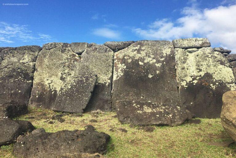L'agencement parfait de dalles basaltiques - Decouverte pedestre des vestiges archeologiques