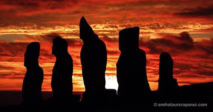 Coucher de soleil derriere les statues de Tahai - Rapa Nui