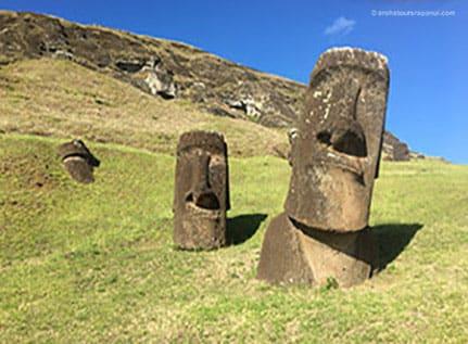 Les Moai icones de Rapa Nui - Rano Raraku