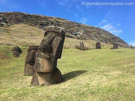 Les statues enterrees du Rano Raraku - La carrière des moais