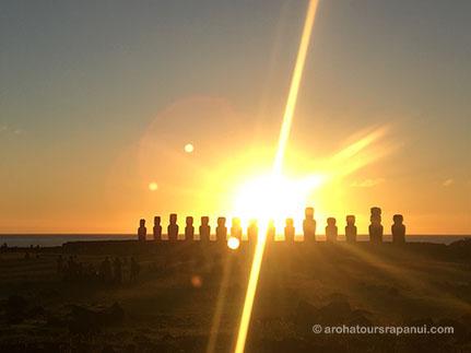 Lever de soleil derriere les moais - Circuit matinal - Rapa Nui