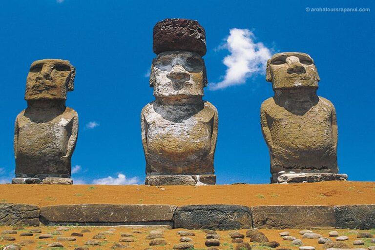 Grandes statues - Moais debouts - Chapeau - Ile de Paques